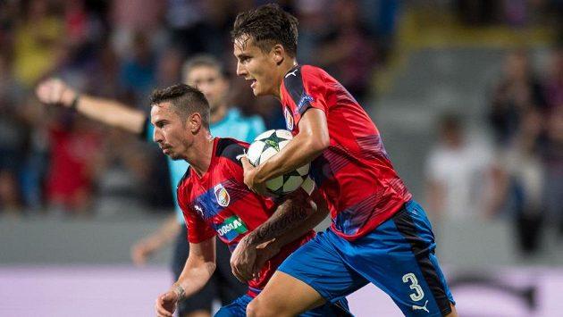 Pzeňský obránce Aleš Matějů (vpravo) míří do Premier League.