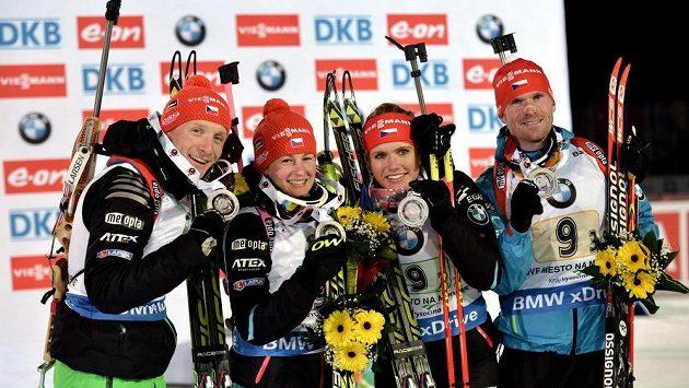 Česká štafeta nastoupí v tomto složení (zleva): Ondřej Moravec, Veronika Vítková, Gabriela Soukalová a Michal Šlesingr.