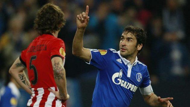 Raúl v dresu Schalke se raduje z branky, kterou vstřelil Bilbau.