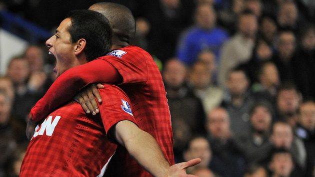 Mexický útočník Javier Hernadez vstřelil na půdě Chelsea rozhodující gól.
