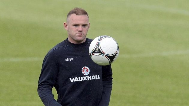 Anglický útočník Wayne Rooney vyběhne do prvního zápasu na Euru.