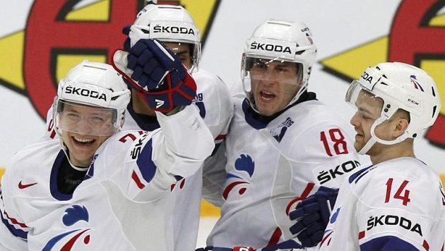 Hokejisté Francie se radují z branky proti Kazachstánu.