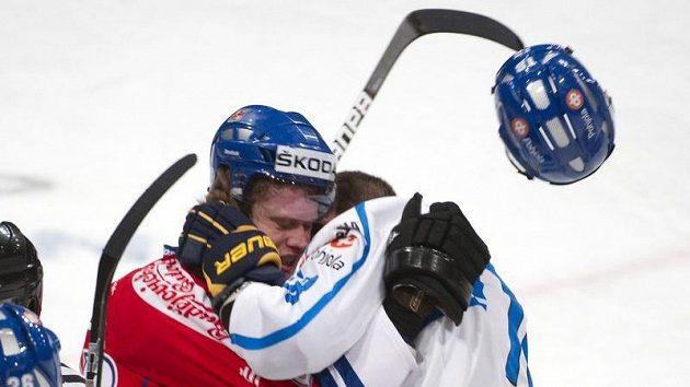 Kamil Kreps (vlevo) a Jesse Joensuu během utkání s Finskem na Švédských hrách.