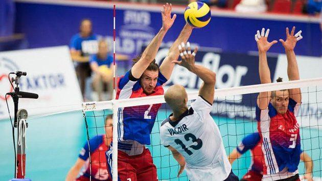 Český volejbalový reprezentant Jan Hadrava se seznamuje s věhlasnou Civitanovou.