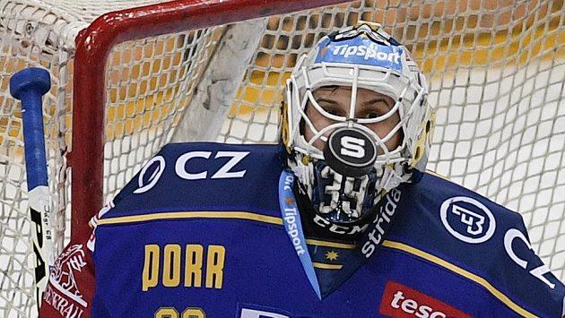 Brankář Zlína Libor Kašík při zápase na ledě Sparty.