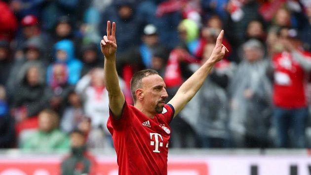 Franck Ribéry z Bayernu se raduje z gólu proti Hannoveru.