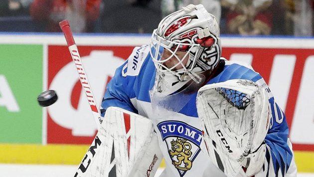 Hrdina Finů Kevin Lankinen v utkání s Ruskem.