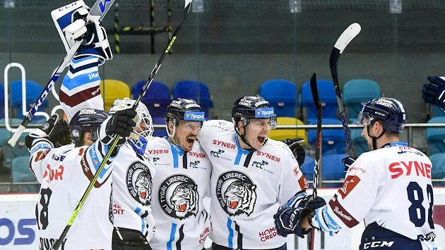 Bílí Tygři Liberec při čtvrtfinálovém zápase play off Tipsport extraligy.