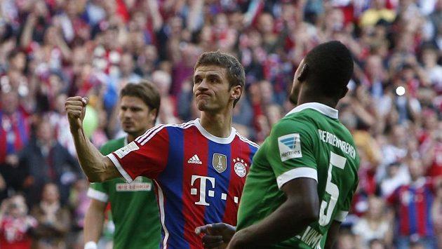 Thomas Müller z Bayernu Mnichov oslavuje gól v duelu s Brémami.