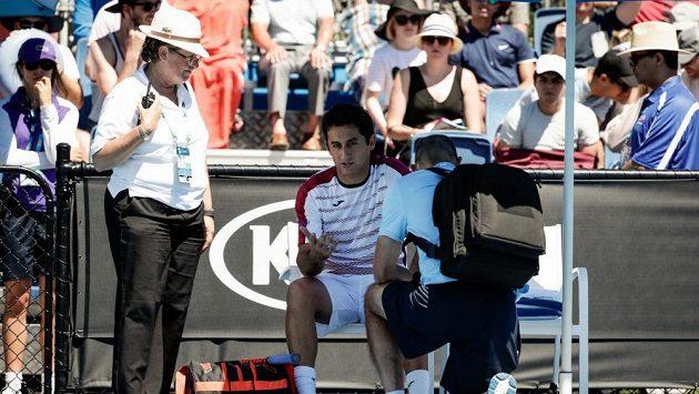 Španěl Nicolás Almagro vzdal první kolo Australian Open po 23 minutách.