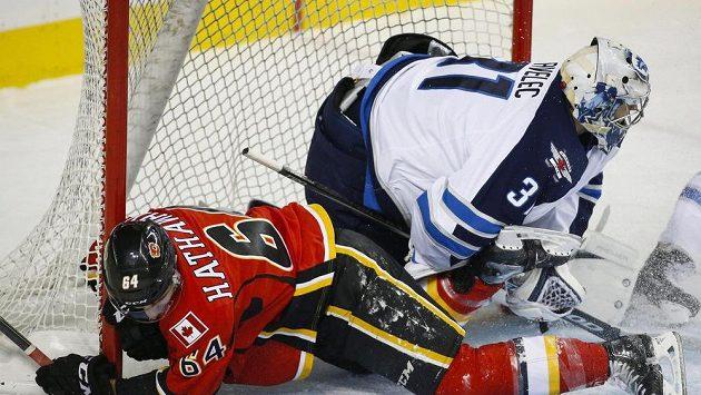 Ondřej Pavelec vychytal v přípravě na NHL proti Calgary čisté konto, ani to mu ale k setrvání v týmu Winnipegu nepomohlo.