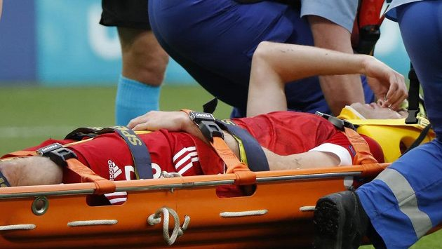 Ruský fotbalový obránce Mário Fernandes nedohrál duel s Finskem a skončil v nemocnici.