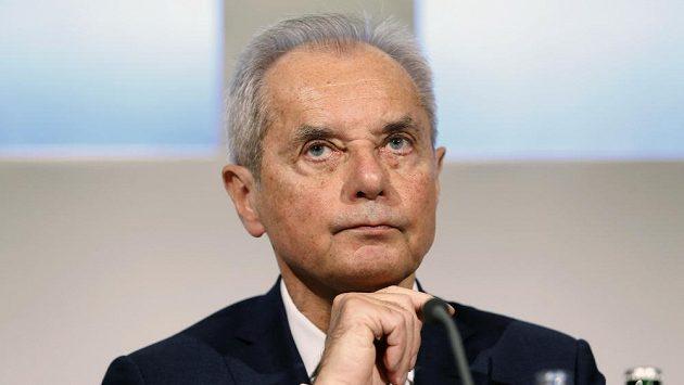 Prezident fotbalové Slavie Jiří Šimáně hodil ručník do ringu...