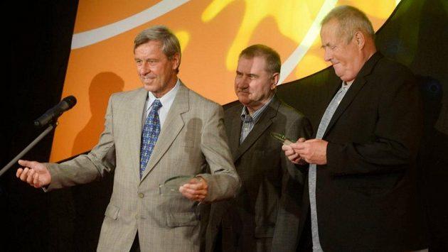Basketbalová ikona 80. let Kamil Brabenec (vlevo) slaví 70. narozeniny.