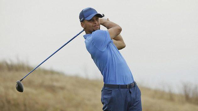 Stephen Curry v akci na golfovém turnaji nižší americké série Web.com Tour.