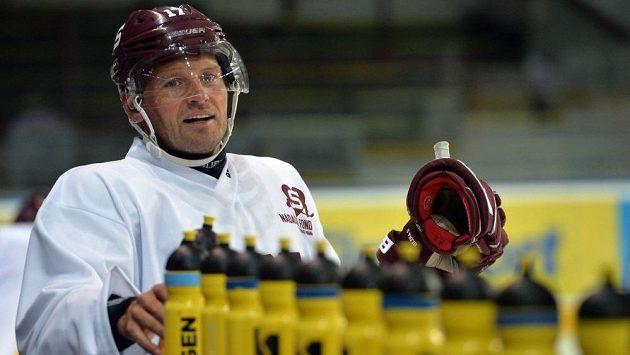 Jaroslav Hlinka je v O2 areně v plné přípravě na start extraligy.
