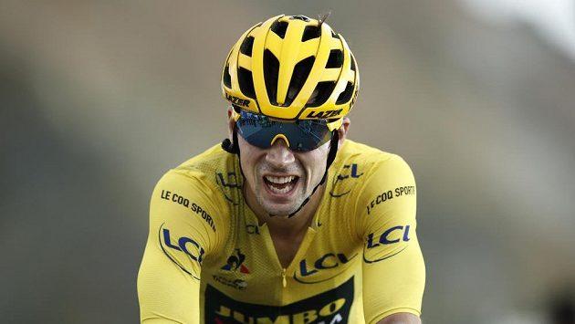 Slovinec Primož Roglič na trati královské etapy Tour de France.