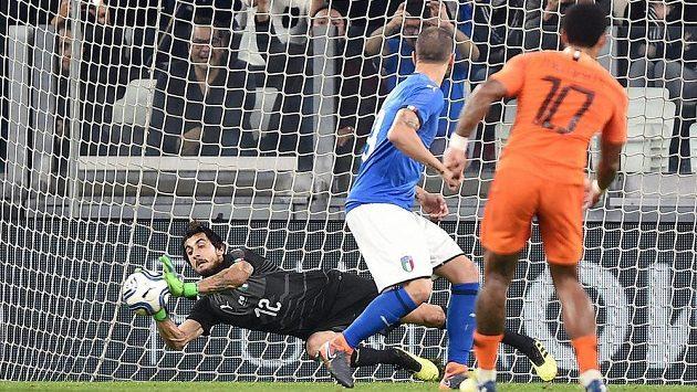 Brankář Mattia Perin během přípravného zápasu Itálie s Nizozemskem.