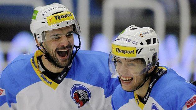Josef Straka (vlevo) bude hrát za Chomutov