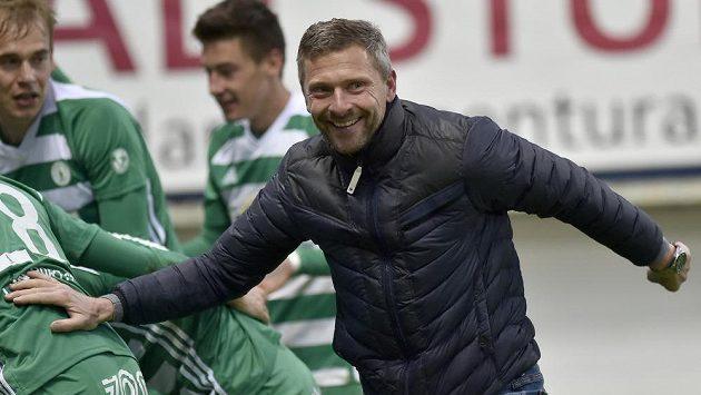 Trenér Bohemians Martin Hašek se raduje z gólu při zápase v Teplicích.