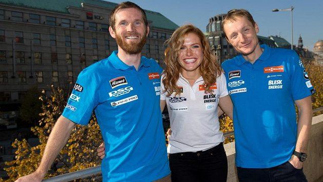 Zleva Michal Šlesingr, Gabriela Soukalová a Ondřej Moravec. Od neděle jim začíná závodní zápřah.