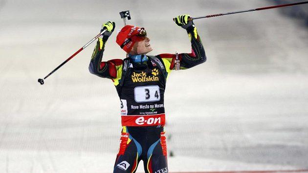 Ondřej Moravec dovezl českou štafetu na bronzové příčce. Ve finiši zářil štěstím.