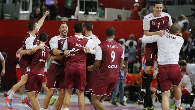 Házenkáři Kataru slaví vítězství nad Polskem a postup do finále MS.