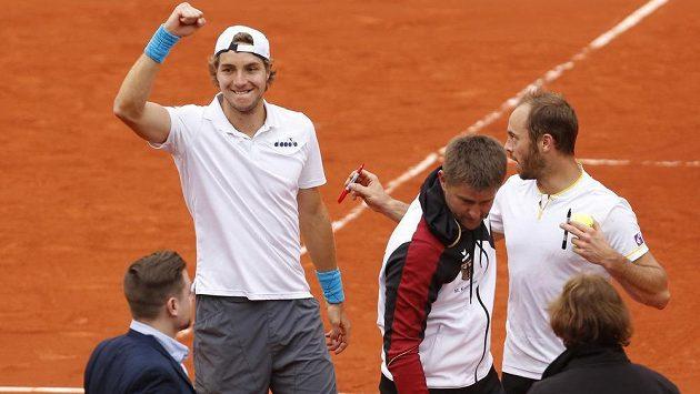 Radost německých tenistů Jana-Lennarda Struffa a Tima Puetze, kteří porazili španělský pár Feliciano López, Marc López.