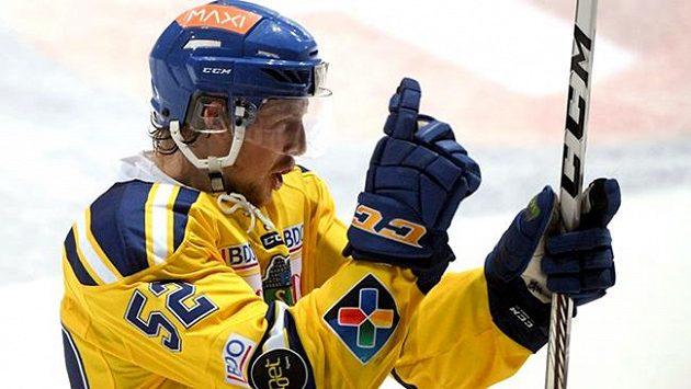Hokejisty extraligového nováčka Dukly Jihlava posílí třiadvacetiletý švédský obránce Erik de la Rose.