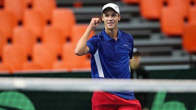 Hotovo! Jonáš Forejtek zpečetil výhru nad Bosnou a Hercegovinou v Davis Cupu.