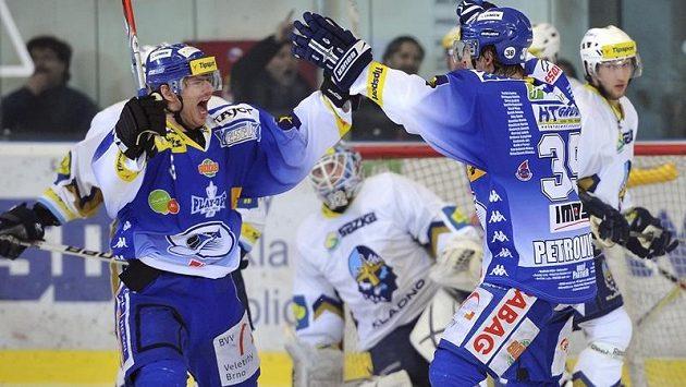 Z třetího gólu proti Kladnu se radují Roman Erat (vlevo) a Róbert Petrovický