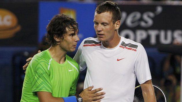 Tomáš Berdych gratuluje k vítězství Rafaelu nadalovi ve čtvrtfinále Australian Open.