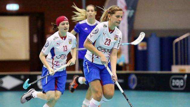 Česká reprezentantka Adéla Bočanová (č. 23) zatížila v kvalifikačním utkání konto Estonska čtyřmi góly.