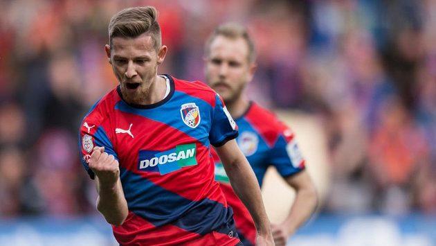Plzeňský záložník Patrik Hrošovský oslavuje gól.