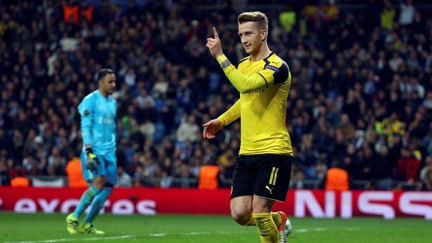 Dortmundský Marco Reus se raduje z vyrovnání v duelu Ligy mistrů na stadiónu Realu.