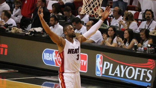 Dwyane Wade bude v NBA dál oblékat dres týmu Miami Heat.