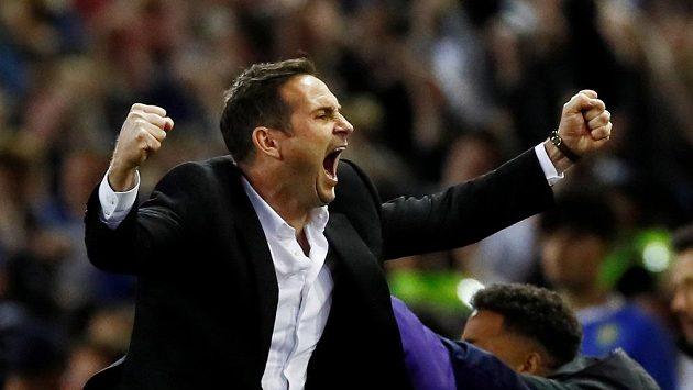 Frank Lampard má za sebou velmi solidní sezonu s Derby County. Nahradí Sarriho v klubu, kde je legendou?