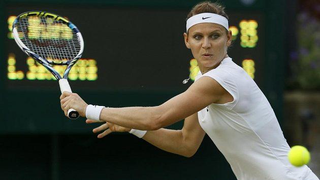 Lucie Šafářová v utkání 2. kola Wimbledonu.