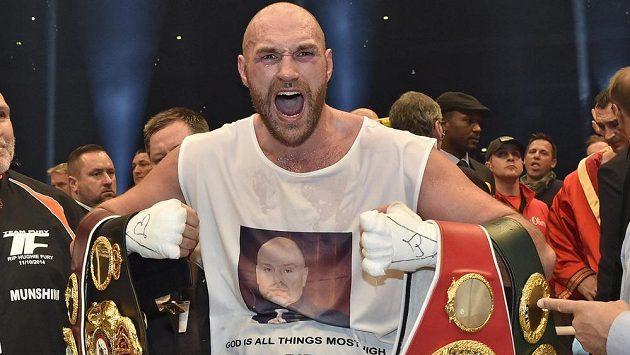 Kontroverzní britský boxer Tyson Fury čelí dalším komplikacím.