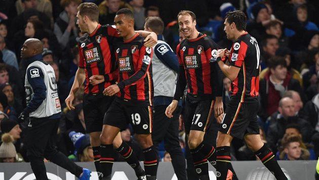 Glenn Murray (druhý zprava) nedávno rozhodl o senzační výhře Bournemouthu na Stamford Bridge.