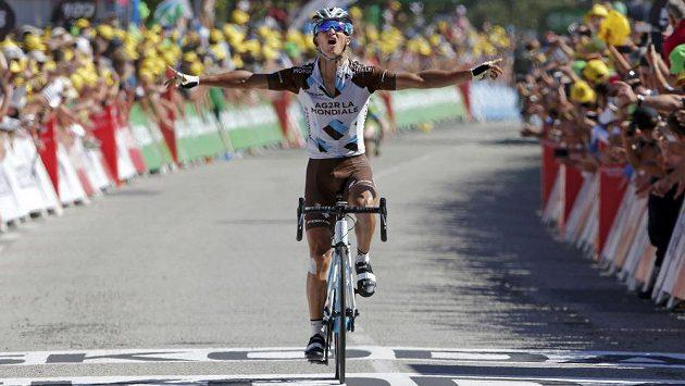 Francouzský cyklista Alexis Vuillermoz se raduje z vítězství v 8. etapě Tour de France.