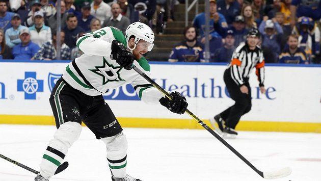Český centr Dallasu Radek Faksa během sedmého utkání série druhého kola play off NHL proti St. Louis.