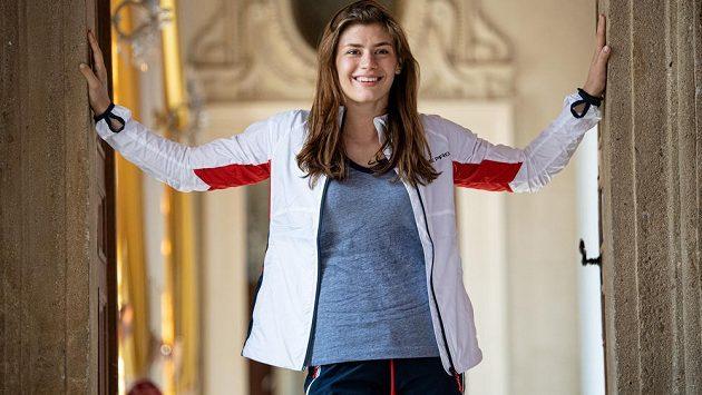 Zápasnice Adéla Hanzlíčková v kolekci oblečení pro Evropské hry.