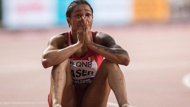 Salva Ajd Násirová po triumfu v běhu na 400 m na světovém šampionátu v roce 2019 v Dauhá.