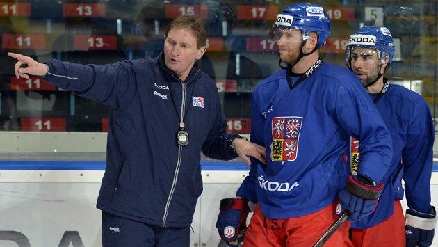 Trenér hokejové reprezentace Alois Hadamczik (vlevo) a útočníci Jiří Novotný a Zbyněk Irgl.