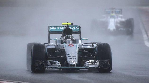 Němec Nico Rosberg při kvalifikaci na Velkou cenu Maďarska.