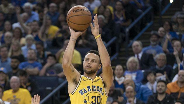 Stephen Curry z Golden State při utkání s Washingtonem.
