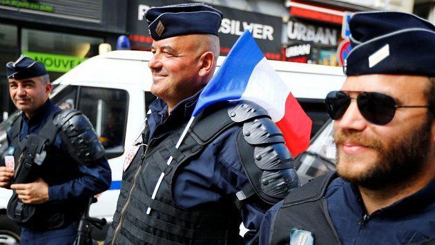 Francouzští policisté jsou při EURO v neustálé pohotovosti.