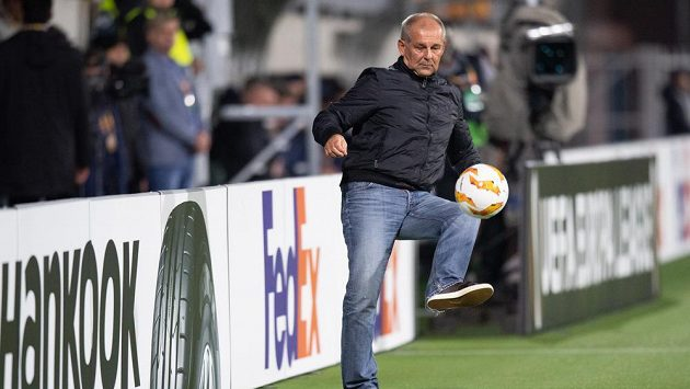 Trenér Jablonce Petr Rada během utkání základní skupiny Evropské ligy s Dynamem kyjev.