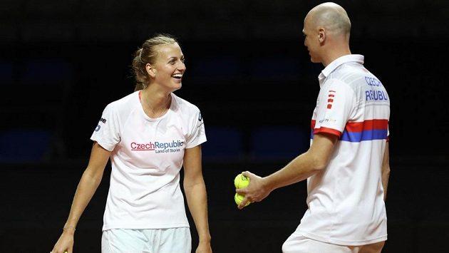 Česká tenistka Petra Kvitová s fedcupovým kapitánem Petrem Pálou před utkáním s Německem.